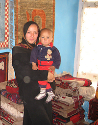 Afghan_businesswoman_with_carpets