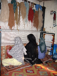 Women_carpet_makers_afghanistan_1